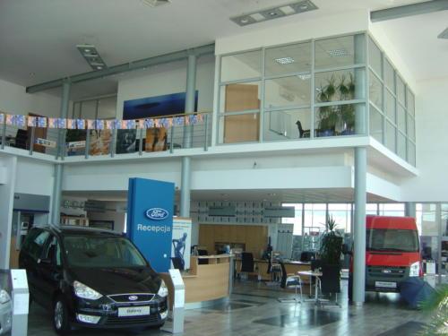 Salon samochodowy Forda w Poznaniu